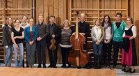 Schüler der 12. Klasse des Gymnasiums Bad Tölz im Gespräch mit Musikern